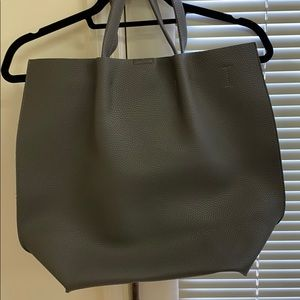 Gray pebbled carry all bag